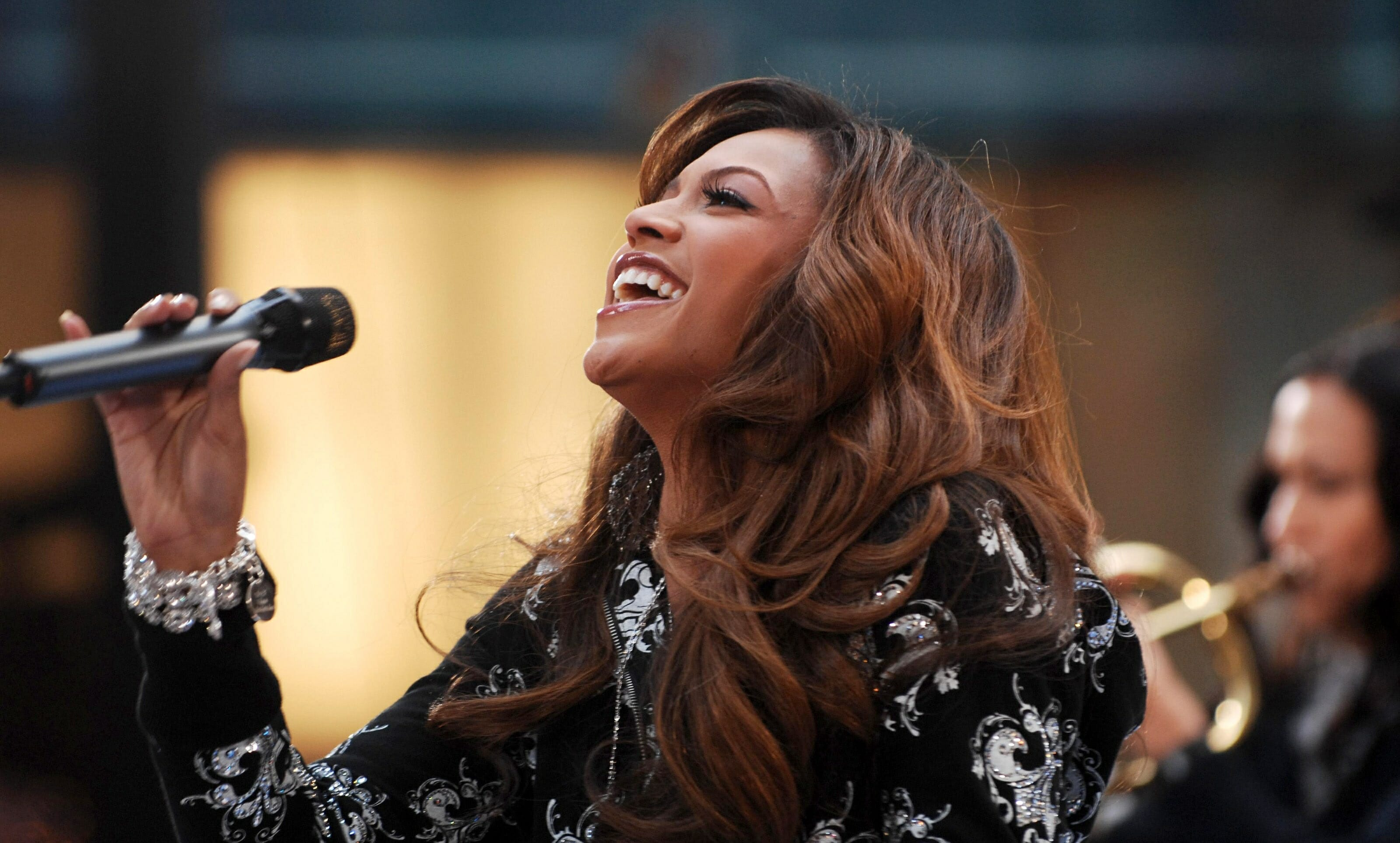 Beyone Knowles on stage shutterstock